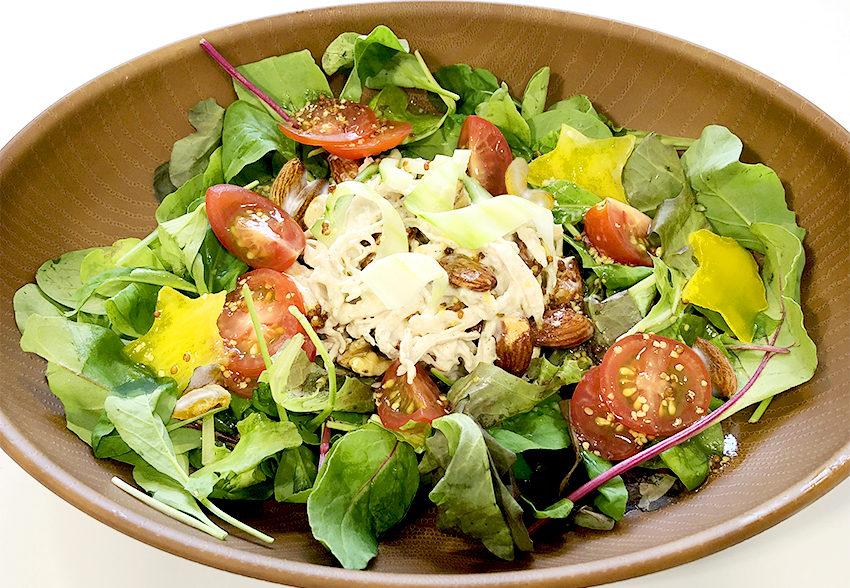 夏にさっぱり食べやすい「ミックスナッツのサラダ」のアイキャッチ