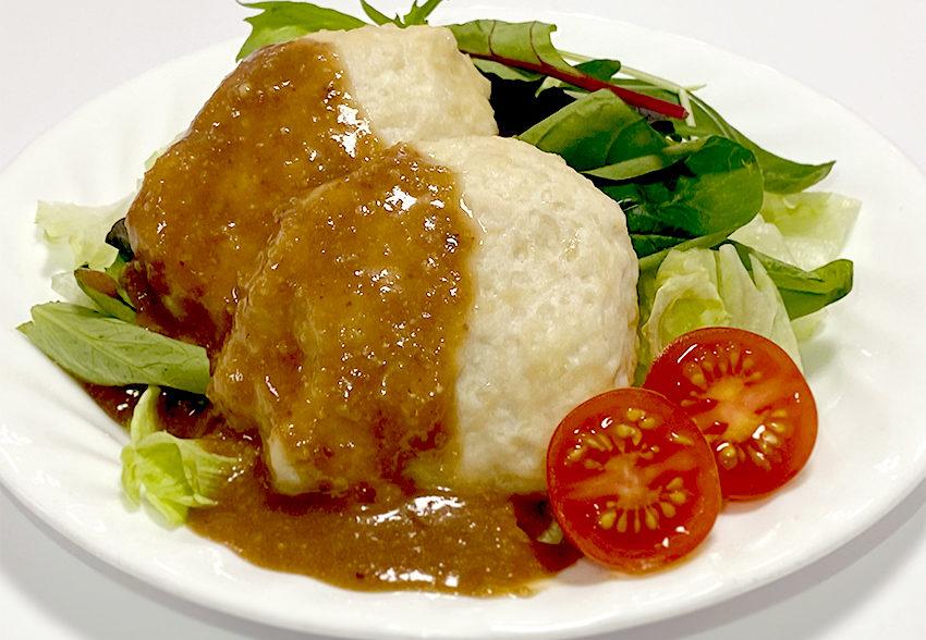 手軽にたんぱく質補給!「ふわふわ鶏&豆腐ハンバーグのクルミソースがけ」のアイキャッチ